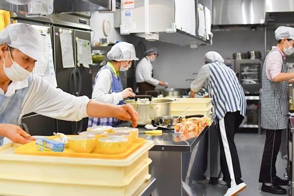 大阪府大東市の幼稚園保育園こども園の施設案内の調理室