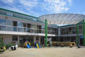 大阪府大東市の幼稚園保育園こども園の施設案内のユニットプール